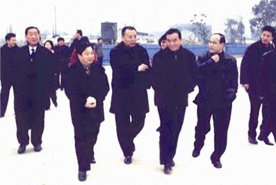 时任浙江省省长吕祖善、杭州市市委书记王国平、市长茅临升考察天都城