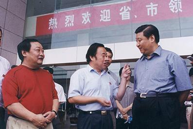 2003年6月11日,时任浙江省委书记习近平视察亚搏网页登陆建设职业技术学院